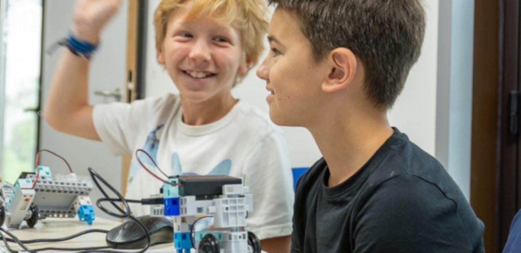 Des enfants en atelier découverte